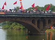 我们的节日:劈波斩浪 龙舟竞速好热闹!