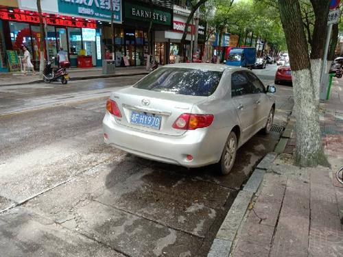 十字街车辆违停