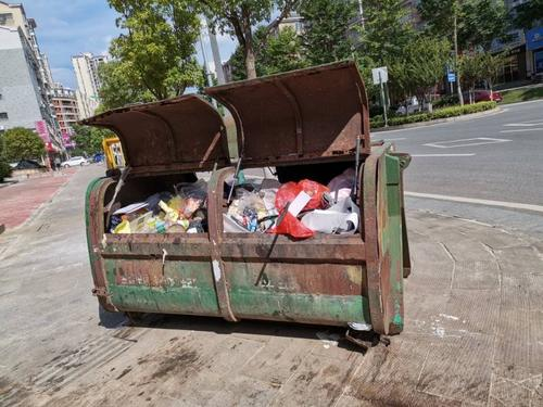 甲山大道垃圾桶设置不合理
