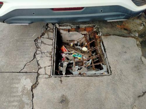 电力井盖破损