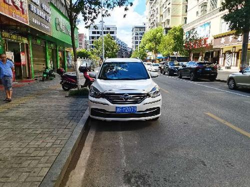 车辆违规停放