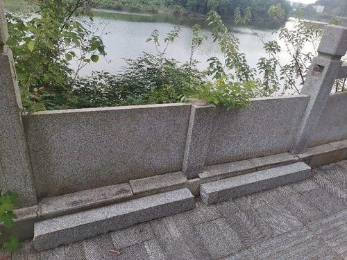 怀甫西路护栏破损