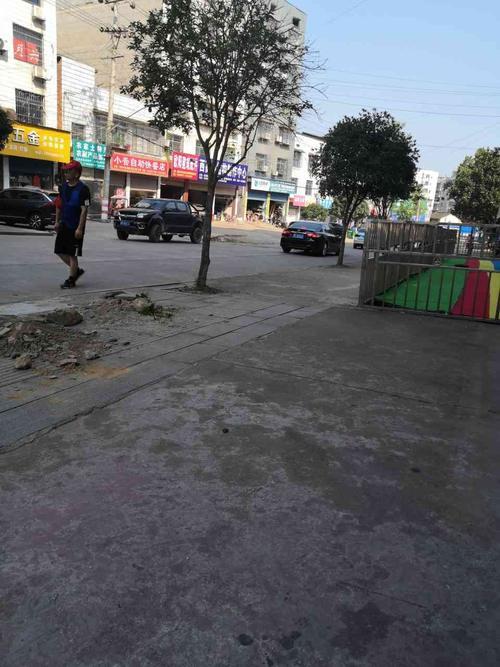 三阳街垃圾待清理