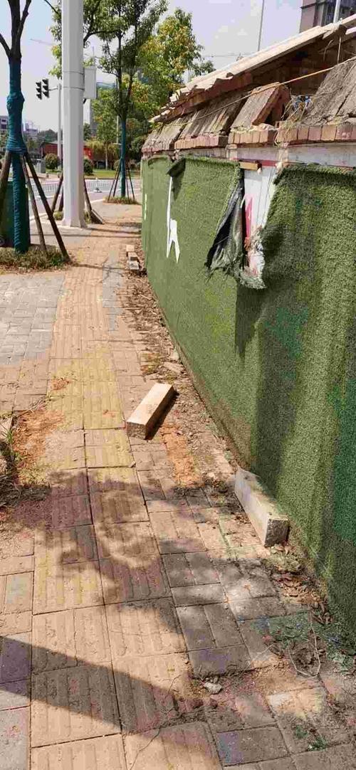 山水豪庭二期围墙破损
