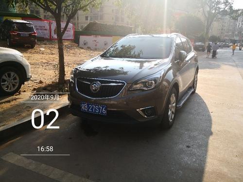 三阳街车辆违停